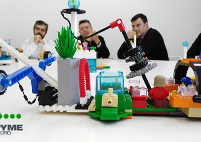 Detalle-elemmentos-con-participantes-Lego-Serious-Play