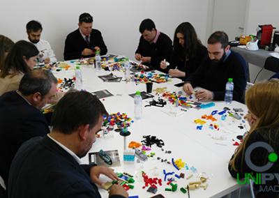 Equipo-montando-Lego-Serious-Play